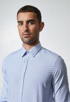 Superbalist - Jos slim fit long sleeve check shirt - white & blue
