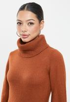 Glamorous - High neck midi knit dress - rust