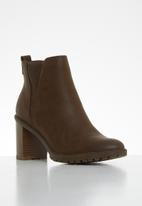 Miss Black - Omega ankle boot - chocolate