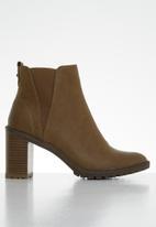 Miss Black - Omega ankle boot - tan
