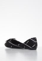 Butterfly Feet - Niki pump - black