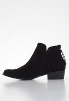 Butterfly Feet - Sia bootie - black