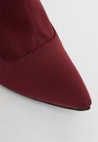 Miss Black - Lykra sock boot - burgundy