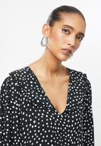 VELVET - Peterpan collar tiered midi dress - black & white