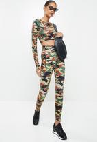 SISSY BOY - Sissyboy sport: camo printed long sleeve crop - multi