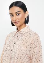 Me&B - Tear drop print essential shirt - neutral & black
