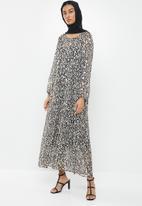 MILLA - Chiffon tiered dress maxi & headscarf - black & white