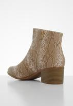 edit - Josie ankle boot - brown