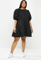 Me&B - Plus tiered quilted knit dress - black