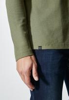 Superbalist - Dylan long sleeve textured pocket tee - fatigue green