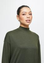 edit - Funnel neck heavy knit collumn dress - khaki