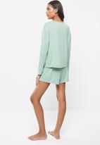 Superbalist - Sleep long sleeve fitted top & shorts set - light green