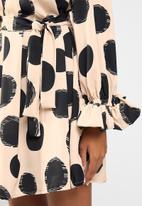 Me&B - Pleated neck swing dress - beige & black