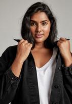 Cotton On - Curve 90s baggy denim jacket - midnight black