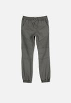 Free by Cotton On - Slouch denim pant - green