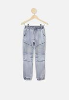 Free by Cotton On - Slouch denim pant - new sky blue wash