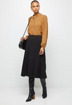 edit - Pleated midaxi skirt - black