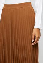 edit - Pleated midaxi skirt - tobacco