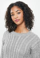Blake - Cable knit crop top fitted - grey