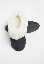 Karu - Sleek suede wool inner slipper - black