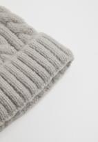 Superbalist - Cable knit beanie - light grey