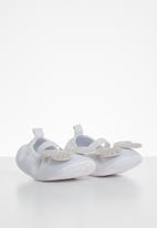 POP CANDY - Baby girls butterfly pump - silver & white