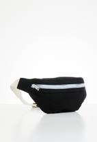 POP CANDY - Boys moon bag - black