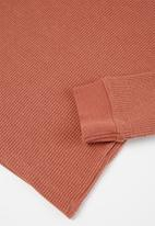 Cotton On - Owen long sleeve waffle tee - chutney