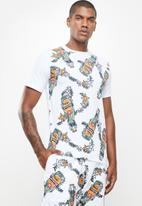 Holmes Bro's - All over beers tee - white