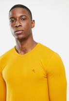 SOVIET - Dawn long sleeve v-neck tee - mustard