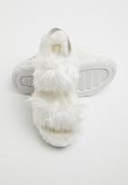 UGG® - Fluff sugar sandal - white