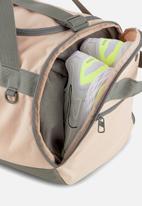 PUMA - Puma challenger duffelbag - peach & grey
