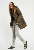 Cotton On - The recycled mother mid length puffer - khaki
