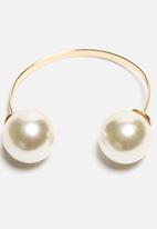 Bennt Editions - Large Pearl Bracelet