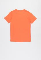 Nike - B nsw tee futura icon td - orange