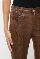 SISSY BOY - Instinct axel brown snake skin - brown