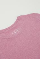 Under Armour - Live sportstyle graphic tee - pink