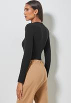 Superbalist - Crew neck shoulder pad bodysuit - black