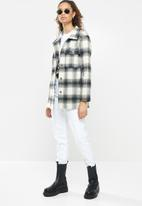 Blake - Over shirt with patch pockets - black & white