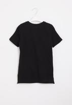 POP CANDY - Younger boys styled short sleeve tee - black
