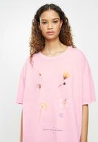 Cotton On - Oversized graphic T-shirt dress - pink cherry blossom