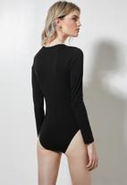 Superbalist - 2 Pack v-neck bodysuit - black & white