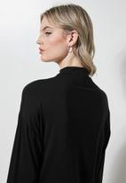 Superbalist - Grown on neck easy fit tee - black