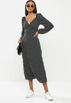 Me&B - Spot wrap dress - black & white