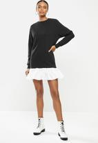 Missguided - Frill hem sweater dress - black & white