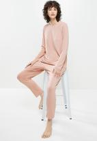 Superbalist - Sleep long sleeve top & drop crotch pants set - dusty pink