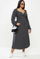 Me&B - Plus spot wrap dress - black & white