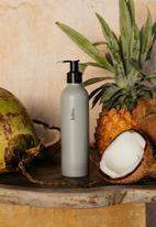 lelive. - cleaner colada - coconut + pineapple african oil cleanser.