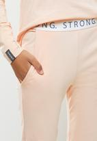 STRONG by T-Shirt Bed Co. - Ladies jogger - peach