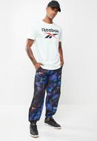 Reebok - Myt all over print jogger - black & blue